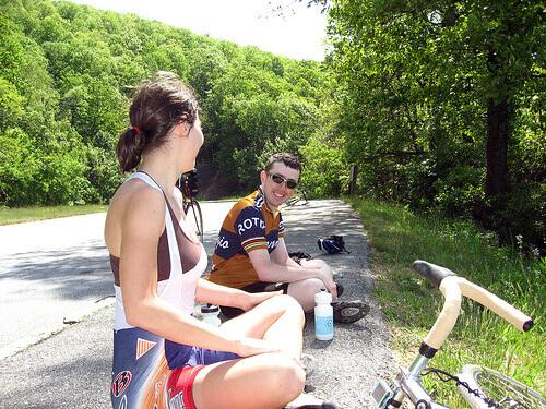 велосипедисты на привале