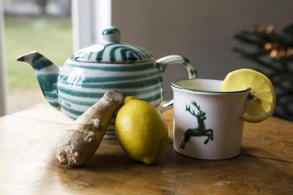 Имбирный чай на столе