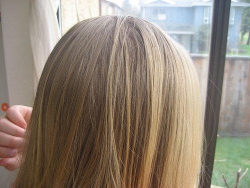 слегка осветленные волосы