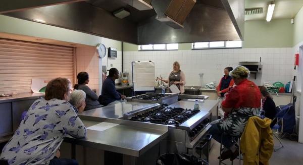 На заседании кулинарного клуба для особо нуждающихся.