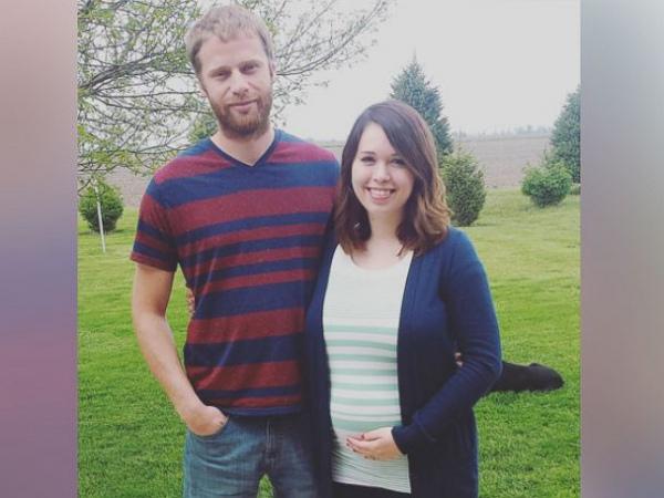 Уже беременна Мэйси Родеффер и ее муж.