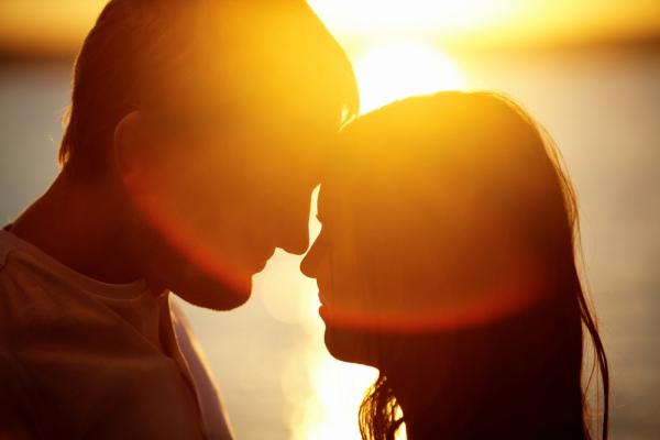 Любовь - это действительно глагол, и ее надо творить двум людям.
