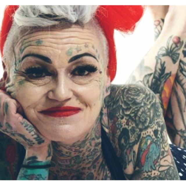 татуированная старуха