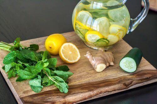 с огурцом, имбирем и лимоном