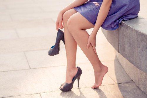 уставшие женские ноги