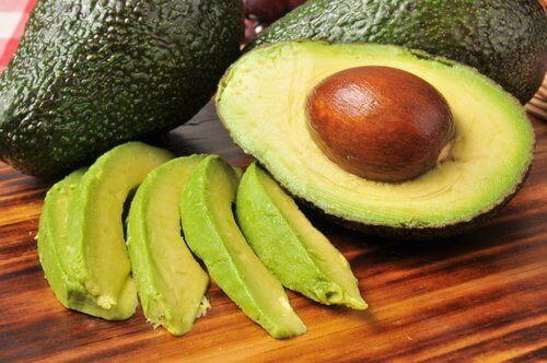 разрезанные авокадо