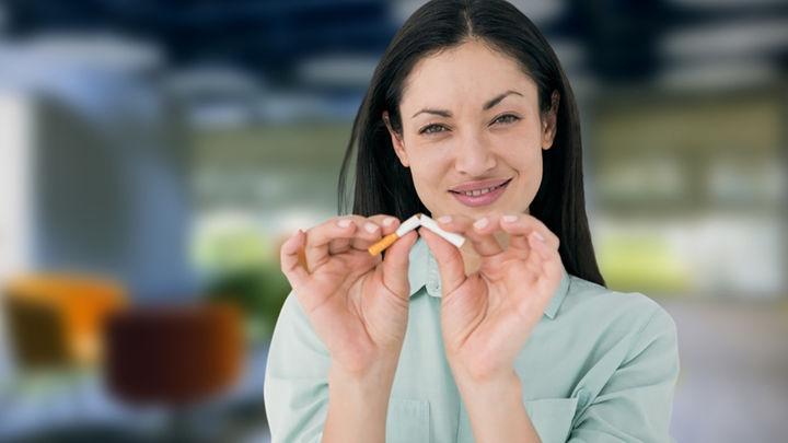 женщина бросает курить