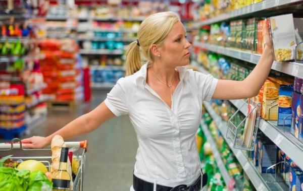 выбор продуктов в супермаркете