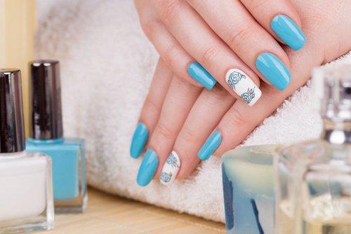 голубые акриловые ногти