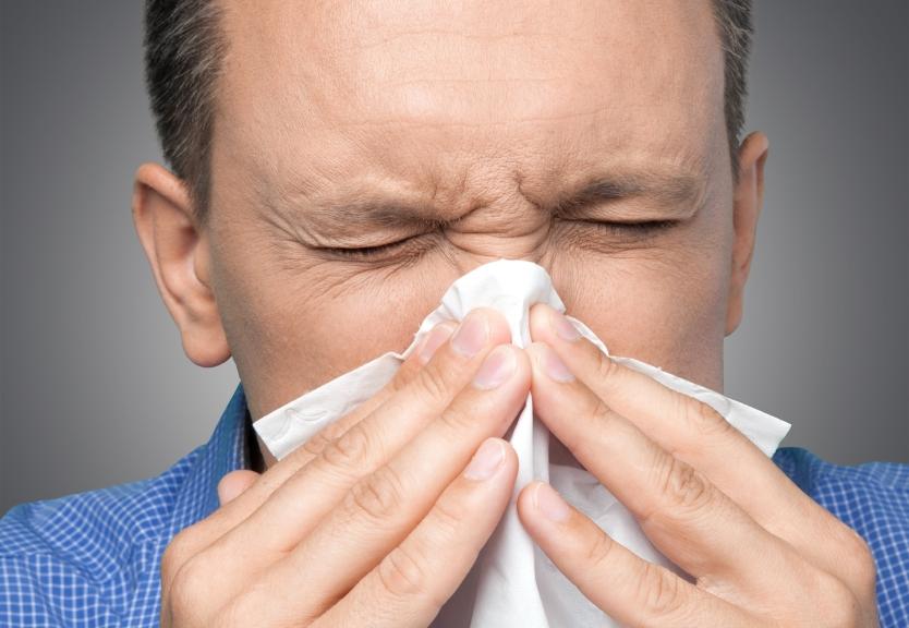 мужчина простудился