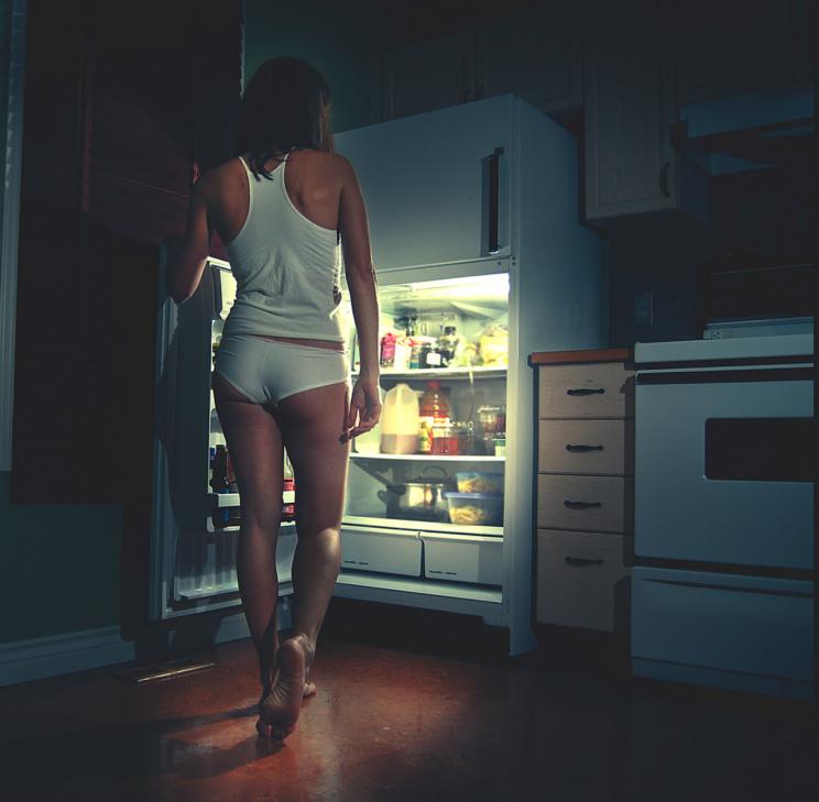 ночью у холодильника