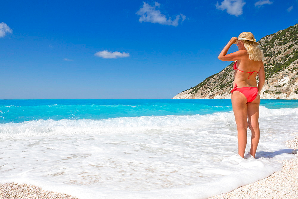 солнечный пляж