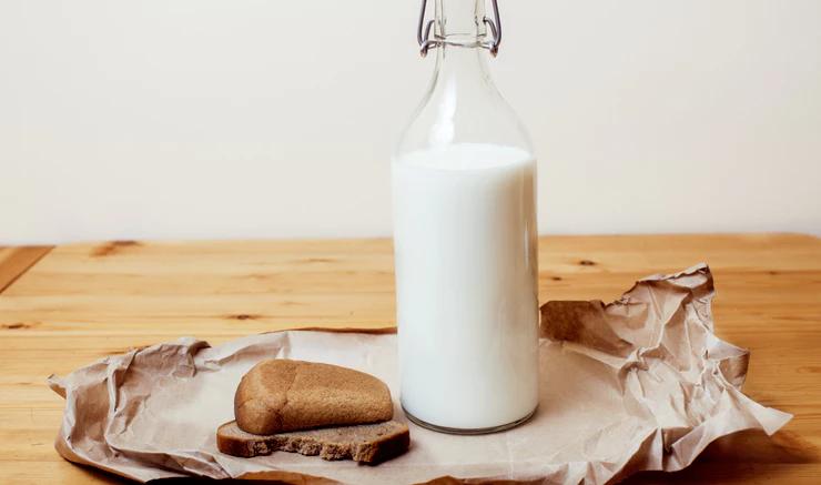 Молоко с хлебом