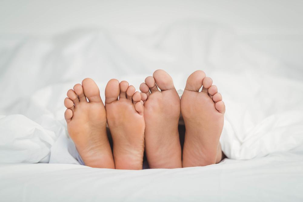 четыре ноги в постели