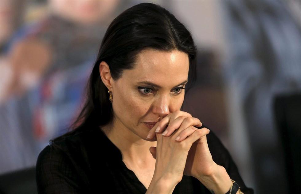 У Анджелины Джоли был паралич лицевого нерва