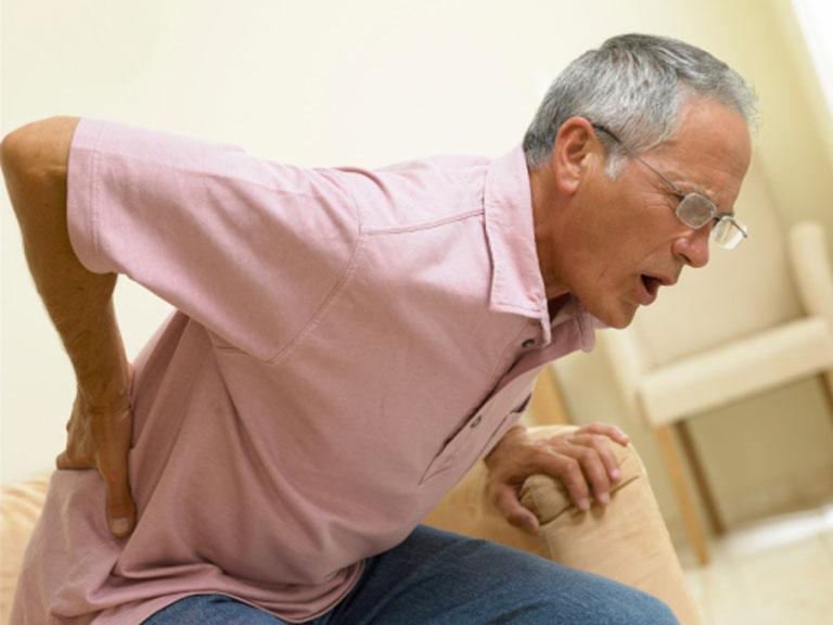 Как избавиться от острой боли внизу спины