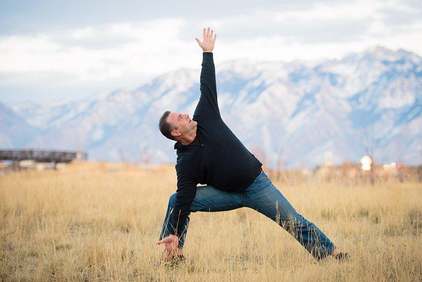 мужчина йога