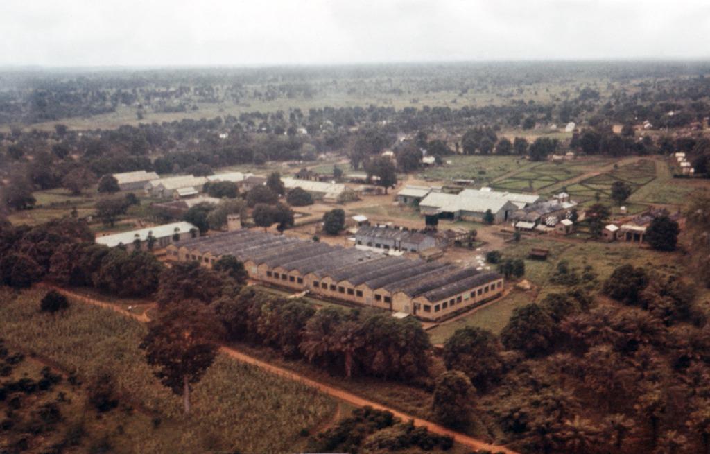 Хлопчатобумажная фабрика в селе Нзара на юге Судана, где работали первые заболевшие лихорадкой Эбола