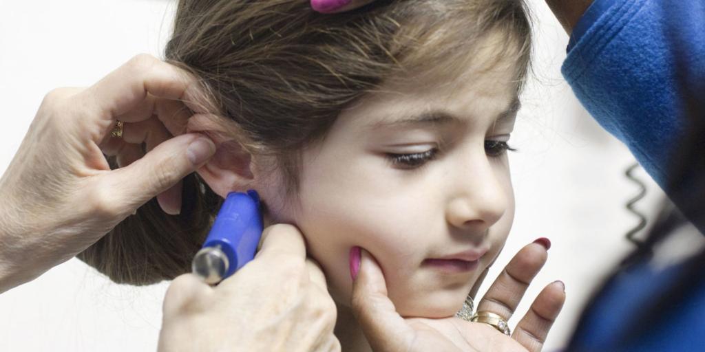Когда прокалывать уши девочке