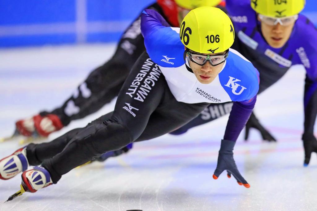 Японский конькобежчик Кей Сайто