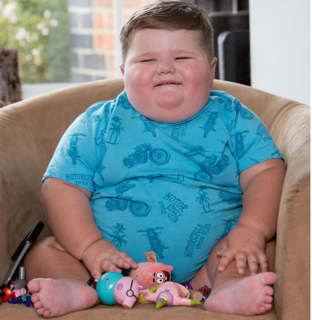 очень толстый мальчик