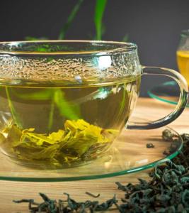зеленый чай в кружке