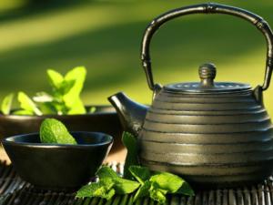 чай в глиняном чайнике