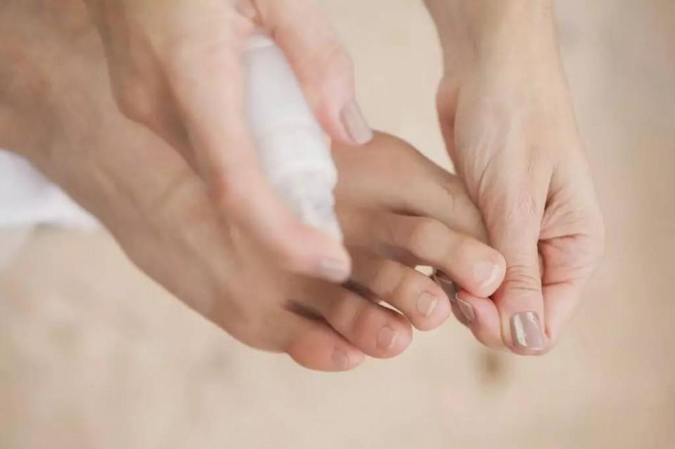 Антиперспиранты ног часто имеют форму спрея