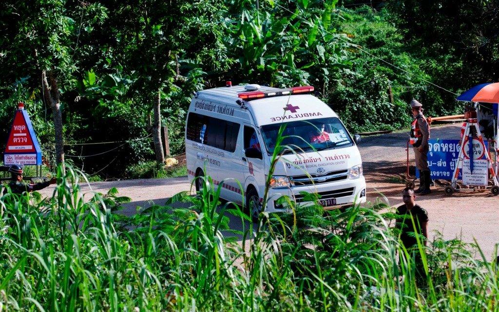9 июля 2018 года скорая помощь покидает пещеры Тхам Луанг