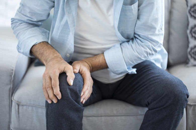 Коленная травма является наиболее распространенной причиной боли