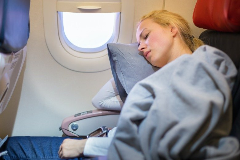 сон в самолете может быть нездоровым