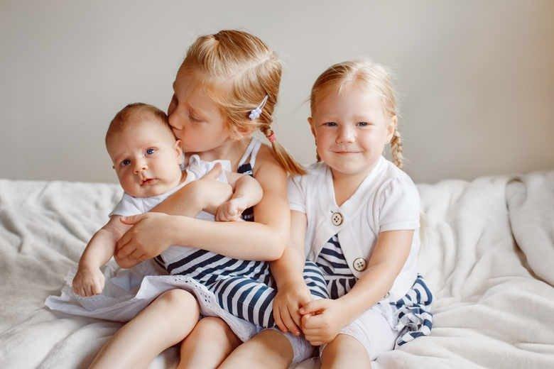 младенцы с детьми