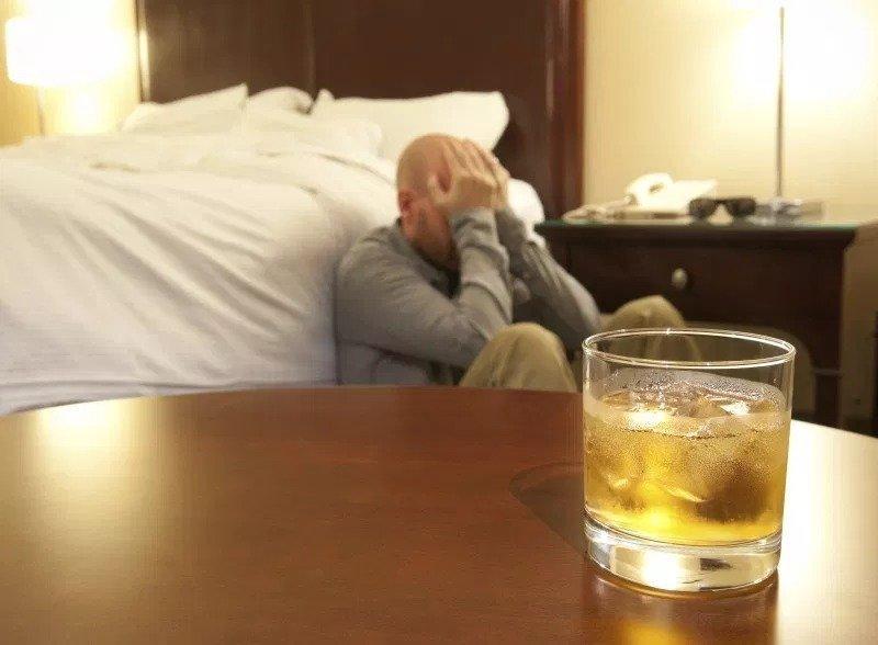 Снимаем алкогольную интоксикацию в домашних условиях