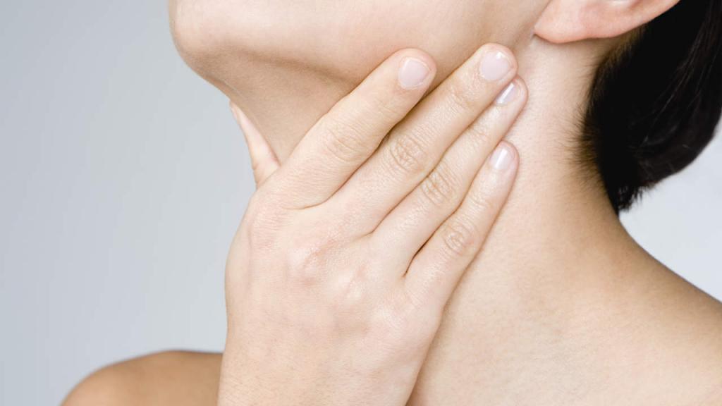 боль в районе щитовидки