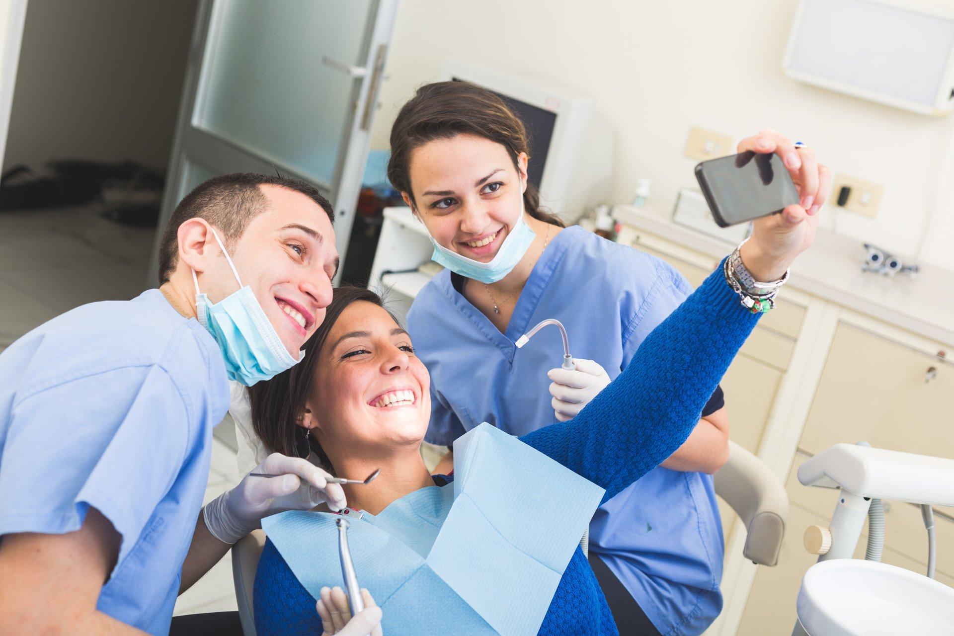 В чем преимущества платной стоматологии?