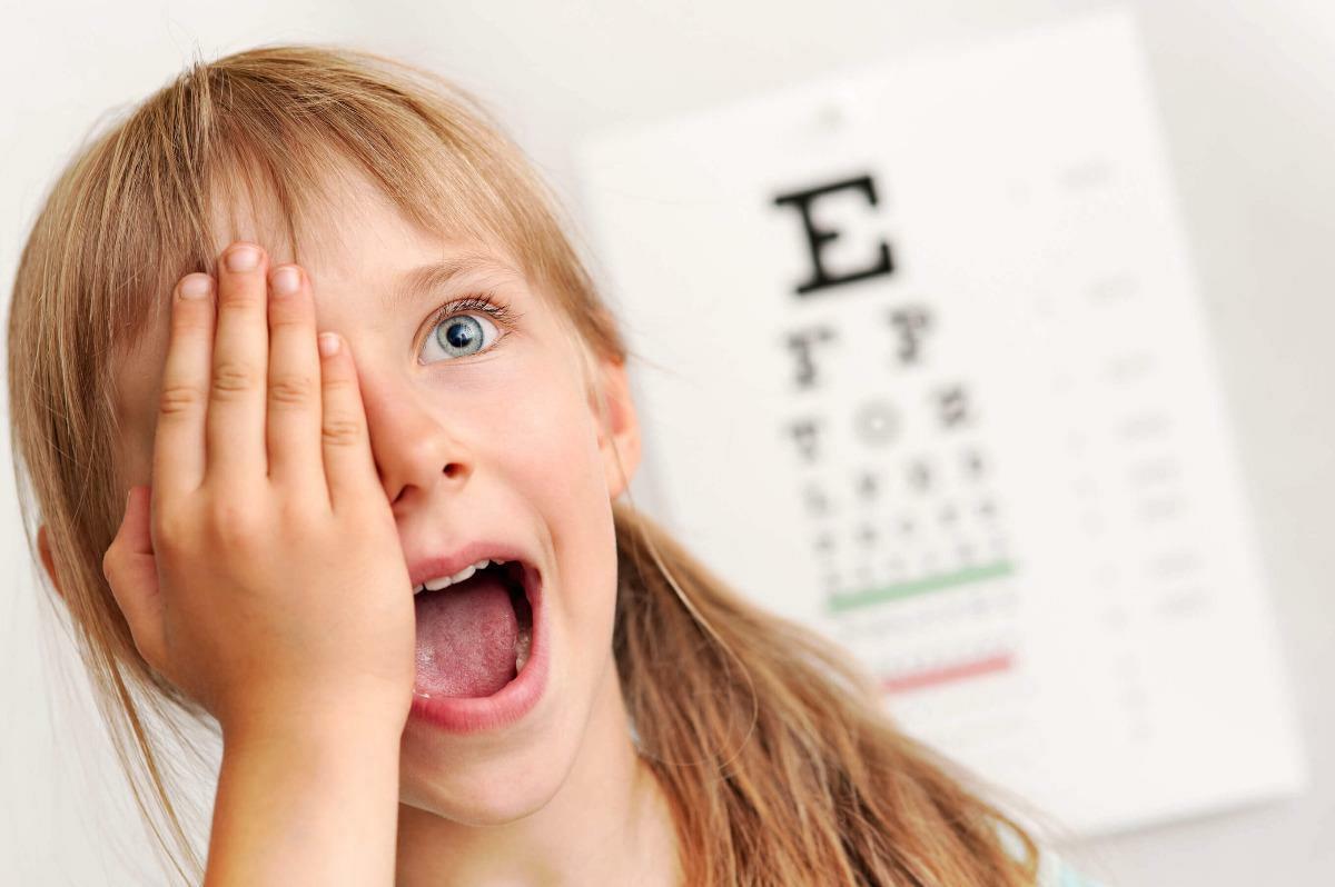 Особенности и причины косоглазия у детей